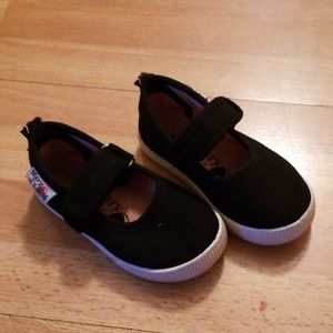 Toddler size 6 black canvas mary janes